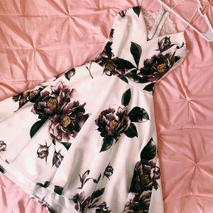 Dresses & Skirts - Short Floral Dress